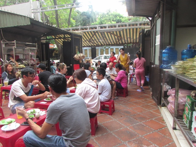 Địa điểm ăn vặt không thể ngon và rẻ hơn được ở quận 2 (hột vịt lộn Kim Thảo)