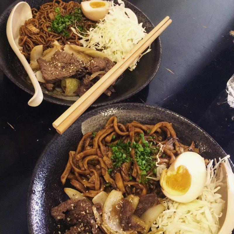 Ăn sập sàn với những món ăn vặt ở quận 5 (cơm thố Nhật Bản)
