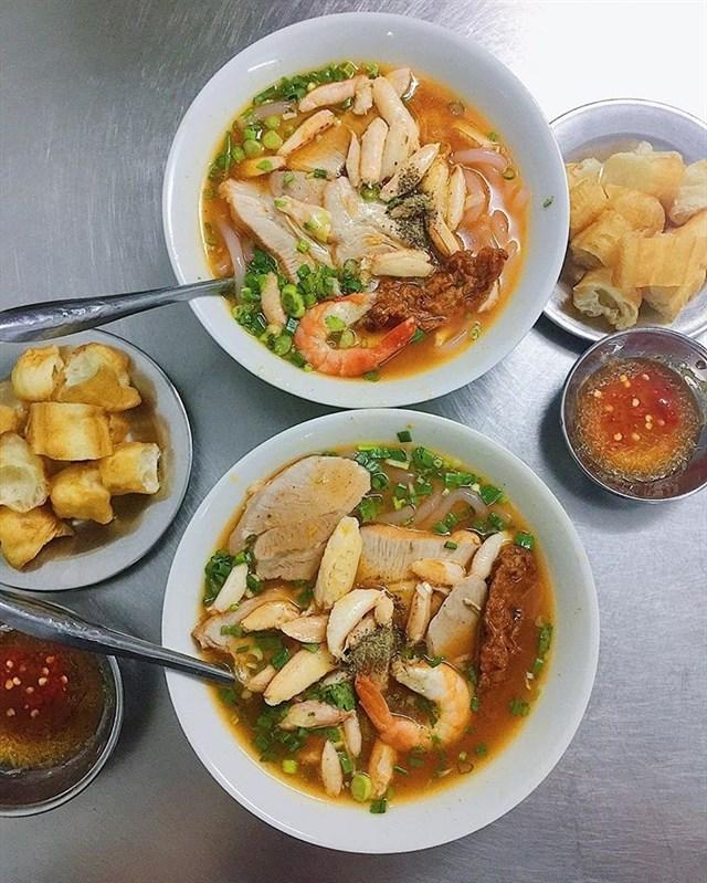 """Những quán ăn vặt ngon """"zách số"""" ngay trung tâm quận 10 (bánh canh cua Hoàng Lan Vĩnh Viễn)"""