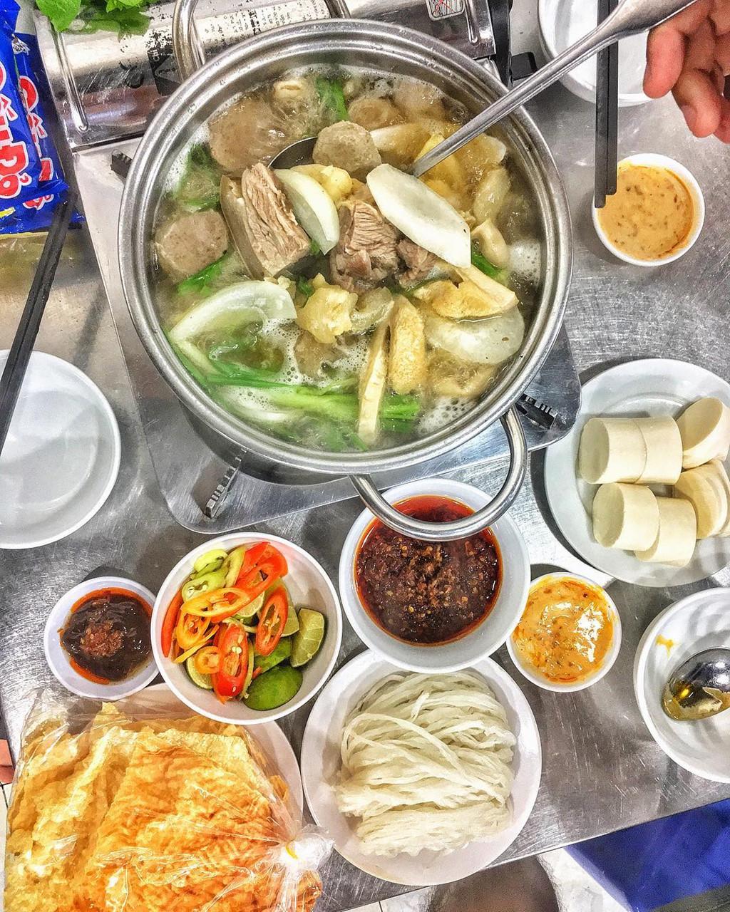 TOP 10 quán ăn vặt không thể bỏ qua ở quận 3 (lẩu bò A Khén)
