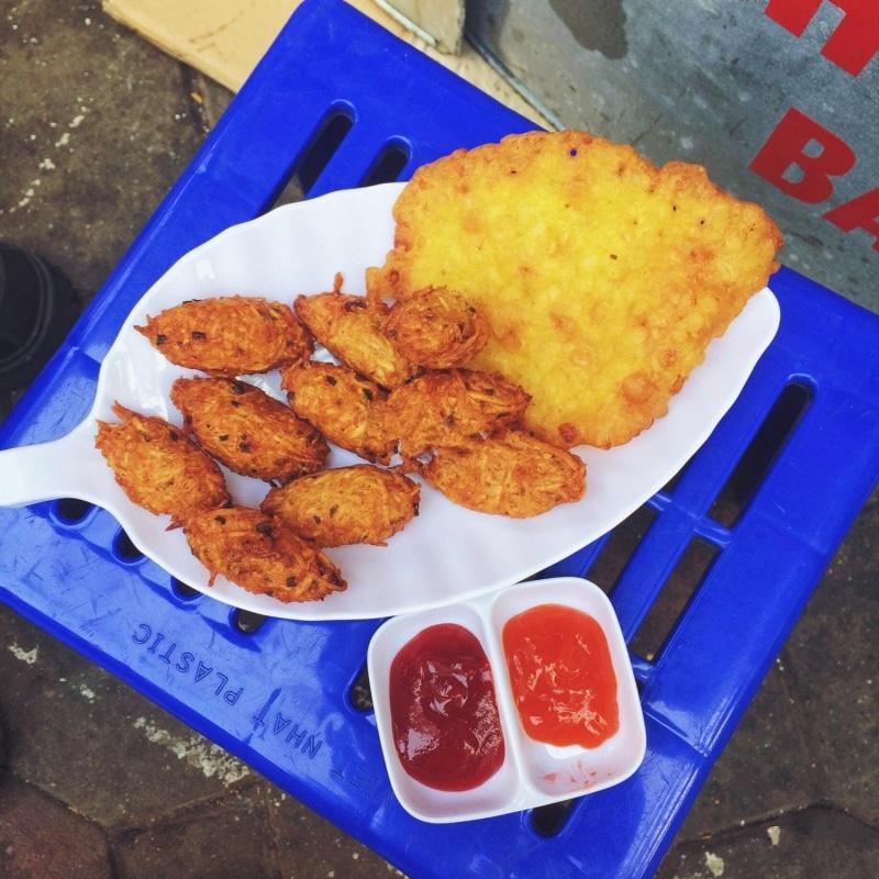 Khám phá ngay 10 địa điểm ăn vặt nức tiếng ngay phố cổ Hà Nội (bánh cay Quán Thánh)