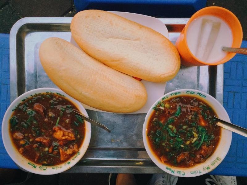 Khám phá ngay 10 địa điểm ăn vặt nức tiếng ngay phố cổ Hà Nội (bánh mì Đình Ngang)