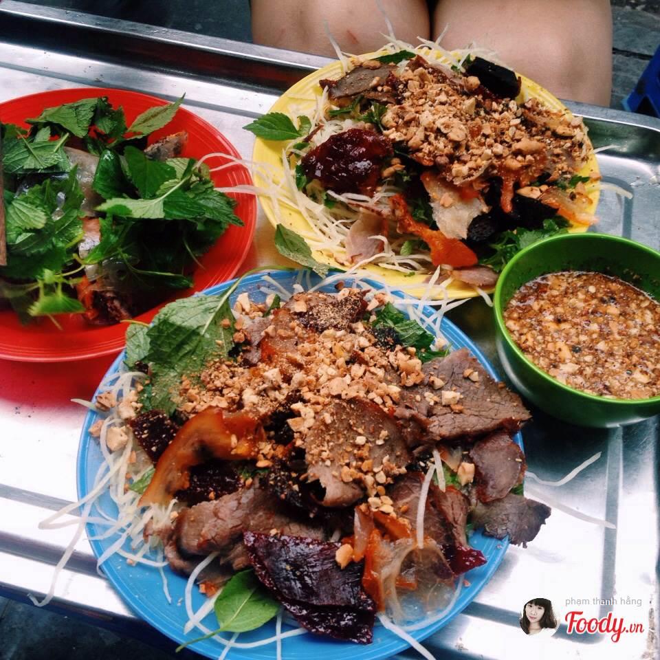 Khám phá ngay 10 địa điểm ăn vặt nức tiếng ngay phố cổ Hà Nội (nộm bò khô)