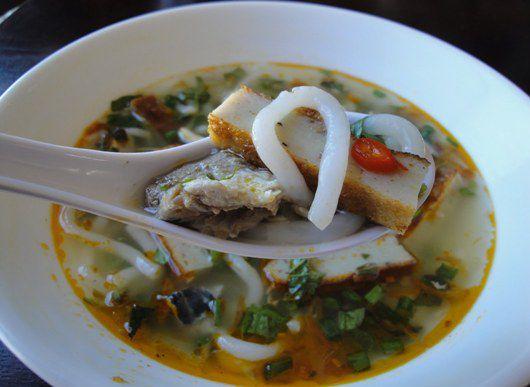 Không chần chừ với list 10 món ăn vặt ngon, hấp dẫn ở Sài Thành, Thủ Đức (bánh canh cá lóc Hiếu Thảo)