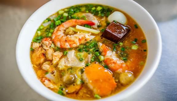 Không chần chừ với list 10 món ăn vặt ngon, hấp dẫn ở Sài Thành, Thủ Đức (Bánh canh cua a Thảo)