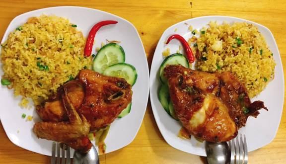 Không chần chừ với list 10 món ăn vặt ngon, hấp dẫn ở Sài Thành, Thủ Đức (Cơm gà chiên xối mỡ)