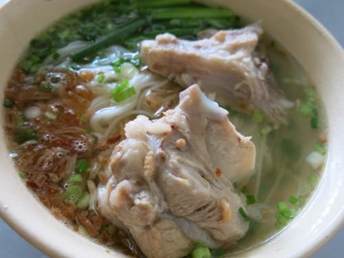Không chần chừ với list 10 món ăn vặt ngon, hấp dẫn ở Sài Thành, Thủ Đức (hủ tiếu xương)