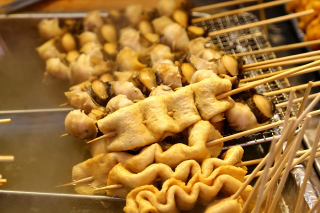Những món ăn vặt Hàn Quốc chỉ nhìn thôi cũng đã muốn bay ngay qua Hàn (chả cá Odeng)