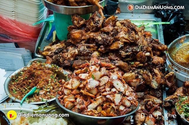 Top 10 quán ăn vặt ở Sài Gòn siêu ngon phải thử một lần (xôi gà Bà Chiểu)