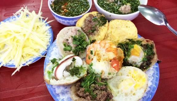 Truy lùng 10 quán ăn siêu ngon ở Nha Trang được người địa phương chấm điểm (banh căn mực)