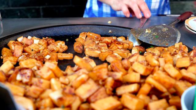 """""""Xuyên đêm"""" không lo đói với những món ăn vặt đêm ở Sài Gòn (Ăn vặt Chi Lăng)"""