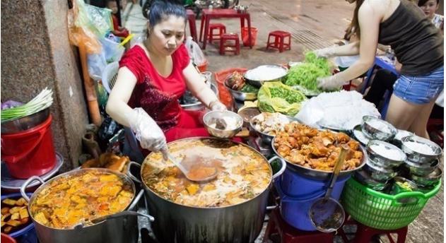 """""""Xuyên đêm"""" không lo đói với những món ăn vặt đêm ở Sài Gòn (Bảy bún riêu)"""