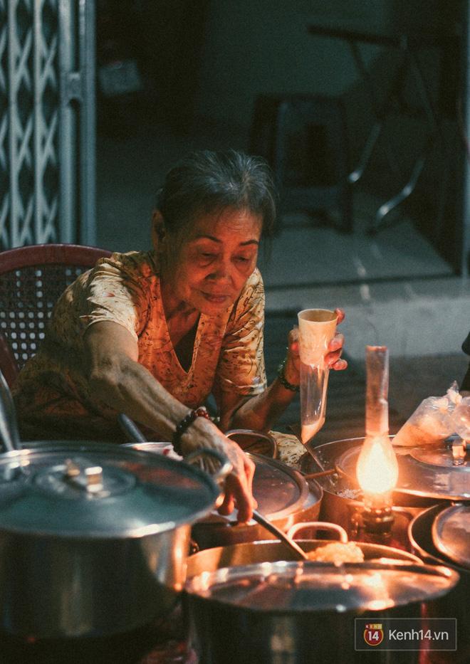 Điểm danh các địa điểm ăn uống Sài Gòn về đêm (Chè đèn dầu Nguyễn Kiệm)
