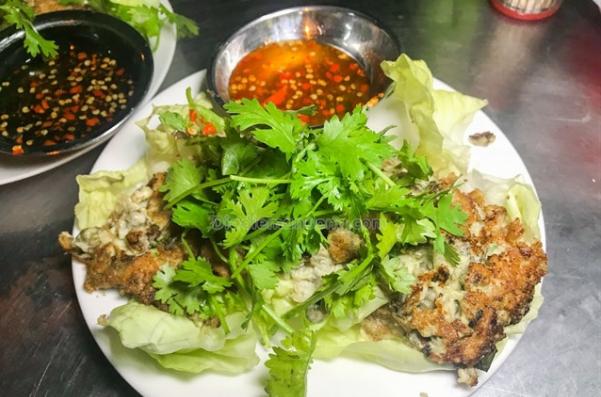 Điểm danh các địa điểm ăn uống Sài Gòn về đêm (Hàu chiên trứng Phùng Hưng)
