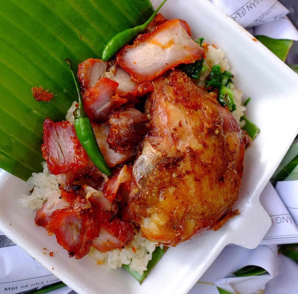 Điểm danh các địa điểm ăn uống Sài Gòn về đêm (Xôi gà chợ bà Chiểu)