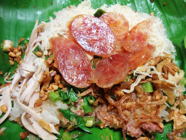 Điểm danh các địa điểm ăn uống Sài Gòn về đêm (Xôi gà chợ bà Chiểu1)