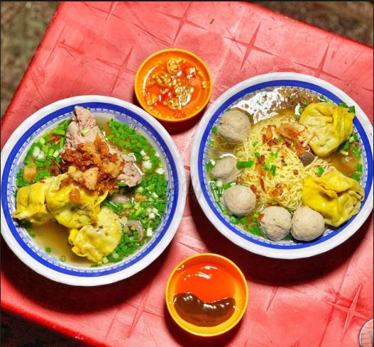 Điểm danh các địa điểm ăn uống Sài Gòn về đêm (bánh canh vỉa hè Nguyễn Thái Học.)