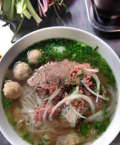 Điểm danh các địa điểm ăn uống Sài Gòn về đêm (phở Loan Nguyễn Hữu Cầu)
