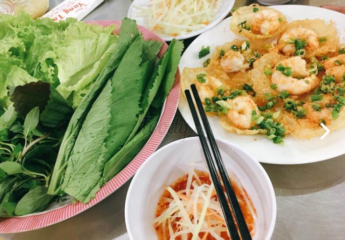 """Không ngon không trả tiền với 10 quán ăn """"gây thương nhớ"""" ở Phú Nhuận (Bánh khọt Hoàng Hoa Thám)."""