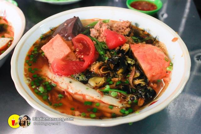 """Không ngon không trả tiền với 10 quán ăn """"gây thương nhớ"""" ở Phú Nhuận (Bún riêu hẻm Ông Tiên)"""