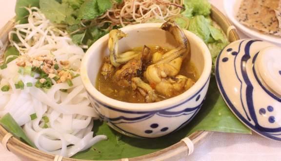 """Không ngon không trả tiền với 10 quán ăn """"gây thương nhớ"""" ở Phú Nhuận (Mỳ quảng ếch Nguyễn Trọng Tuyển)"""